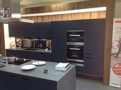 next125-Musterküche Moderne Designer Küche: Ausstellungsküche in Köln von Küchen Konzept Köln