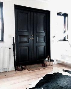 Black Front Door Interior Hallways 42 Ideas For 2019 Black Doors, Interior, Home, House Doors, Black Front Doors, Doors Interior, Doors And Floors, Black Decor, Black Hallway
