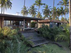 4 Fabulosas Residências – Habitare Wooden Garden Edging, Estilo Tropical, Luxury Homes Dream Houses, Pergola, Camping, Outdoor Structures, House Styles, Outdoor Pool Areas, Boutique Hotels