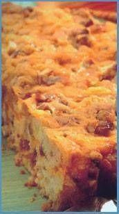 Echte (zalige) Winter Ovenschotel recept | 1 - 1, 5 kg aardappels , kruimige soort (geschild gewicht); kipbouillon (b.v., van een bouillon blokje); melk, wat roomboter; magere spekjes (125- 250 gr.); scheut room; nootmuskaat; 500 gr. rundergehakt; paprikapoeder; zout en peper; voorgebakken of vers gebakken uitjes; het sap van een uitgeperste sinaasappel; beetje bruine suiker; flinke theelepel sambal badjak; scheut ketjap manis; scheut ketchup.; pakje zuurkool