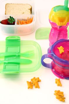 Feeding On-the-Go: smart solutions to food/snack storage for busy mom on-the-go.