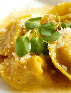 Chestnut Tortellini with White Truffles. Best Italian Recipes, Favorite Recipes, Tortellini Recipes, Warm Salad, White Truffle, Grilled Mushrooms, Slow Food, Delicious Dishes, Polenta