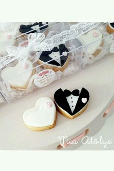Edible wedding favors – Mini bride and groom cookies - Edible wedding favors - Mini bride and groom cookies - Edible Wedding Favors, Wedding Sweets, Wedding Favors Cheap, Diy Wedding, Dream Wedding, Wedding Invitations, Edible Favors, Wedding Ideas, Elegant Wedding