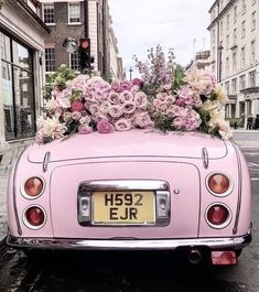 Everything about the pink wedding theme just screams romance. Our pink ideas is full of ways to make your wedding unique. Flower Aesthetic, Pink Aesthetic, Aesthetic Backgrounds, Aesthetic Wallpapers, Pink Love, Pretty In Pink, Frühling Wallpaper, Foto Still, Beautiful Flowers