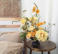 Fresh Flowers, Yellow Flowers, Beautiful Flowers, Yellow Peonies, Floral Wedding, Wedding Flowers, Purple Wedding, Bouquet Wedding, Modern Flower Arrangements