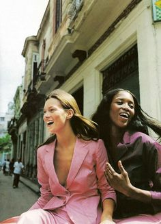 Kate Moss and Naomi Campbell photographed by Patrick Demarchelier for Harper's Bazaar US May 1998