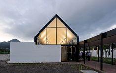 Escola Internacional de Hout Bay / Luis Mira Architects + StudioMAS + Sergio Aguilar