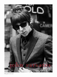 John Varvatos Hiver 2012 2013 : Campagne avec Paul Weller and Miles Kane - MaxiTendance John Varvatos, Sunglasses Online, Ray Ban Sunglasses, Mod Hair, Paul Weller, The Last Shadow Puppets, Smart Men, Kinds Of Clothes, Mod Fashion