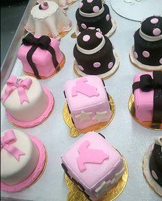 http://cakedecoratingcoursesonline.com/cake-decorating/ Baby Shower Minicakes. #Create Your Own #Baby #Shower #Cake - Get best Cakes Decoration Tutorials on http://CakeDecoratingCoursesOnline.com - Join now!