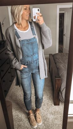 Denim Overalls Outfit, Cute Overalls, Skinny Overalls, Overalls Women, Jean Overalls, Denim Fashion, Casual Outfits, Body Types, Denim Overalls