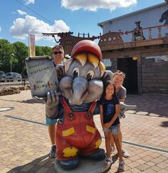 Papa onty Tanja & Nana  #thesamardzic #family . . . . . . . #funnyworld #deutchland #germany #badenwürttemberg #nofilter #holiday #holidayphoto #bluesky #cloud #holidayphotography #in_germany #storyofzln #travel #travelling #travelphotography #love #views #beautifulview #stunningview