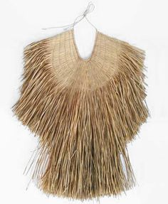 Top 10 Latest Casual Fashion Trends This Summer // Japan /traditional straw rain cape The Best of clothes in Flax Weaving, Rain Cape, Textile Fiber Art, Textile Texture, Cute Spring Outfits, Textiles, Wearable Art, Elegant, Tahiti
