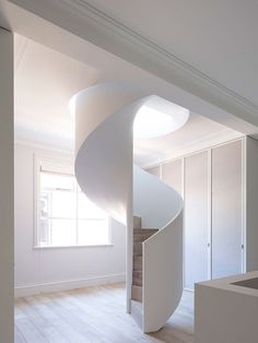 Treppen geschwungene Treppe Making The Right Choice With Adjustable Beds Article Body: If you're out Curved Staircase, Staircase Design, Staircase Ideas, Staircase Remodel, Small Space Staircase, Minimalist Architecture, Interior Architecture, Residential Architecture, Escalier Art