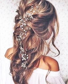 Loving this pulled back, loose curls hair style. Bohemian perfection! ✨  #beauty #gorgeous #hairgoals #weddinghair #hairstyles #bridal #style #inspiration
