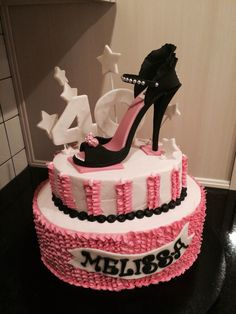 My own Gumpaste shoe finally takes its place on Melissa's birthday cake!!!
