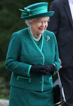 Queen Elisabeth in forest green