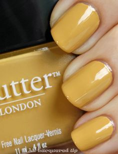 I LOVE love love yellow and this is a beautiful mustard yellow for fall. Reminds me on my yellow-nailpolish encounter on BART... yuck!