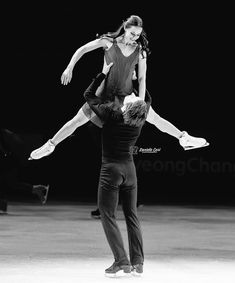 Tessa Virtue and Scott Moir Virtue And Moir, Tessa Virtue Scott Moir, Ice Skating, Figure Skating, Tessa And Scott, Ice Dance, Black And White Photography, Gymnastics, Olympics