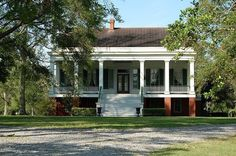 George Plantation House in Terrebonne Parish, Louisiana. Greek Revival Architecture, Southern Architecture, Architecture Details, Southern Plantation Homes, Southern Homes, Plantation Houses, Southern Style, Southern Mansions, Southern Charm