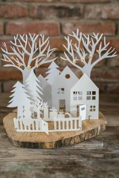 Villas navideñas de papel - Dale Detalles Diy Christmas Ornaments, Christmas Decorations, Holiday Decor, Diy Soap Labels, Diy Dog Gate, Diy Wedding Dress, Advent Wreath, Paper Crafts, Diy Crafts