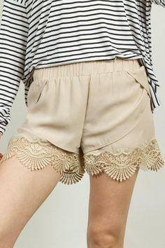 She Wears Sea Shell Shorts