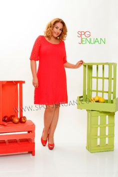 Vestido blonda liso Varios colores: Rojo, talla M Verde, talla G Blanco, talla XL Azul, talla G y XXL 55 €