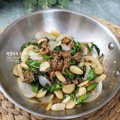 Asian Recipes, Ethnic Recipes, Asian Foods, Vegetable Seasoning, Korean Food, Food Menu, Food Plating, Food To Make, Side Dishes