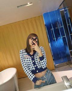 Find BlackPink Clothes, KPOP Sweaters & KPOP Cardigans for an affordable price Jennie Lisa, Blackpink Lisa, Foto Mirror, Selfies, Rapper, Blackpink Debut, Kim Jisoo, Entertainment, Blackpink Photos