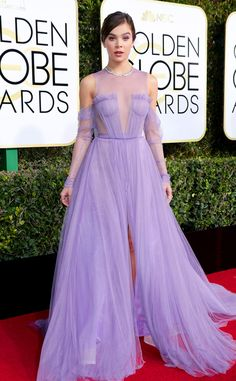2017 Golden Globes: Hailee Steinfeld is wearing a lilac chiffon Vera Wang cold shoulder gown with a slit and sheer neckline. i'm obsessed with this dress! Feminine, girly, elegant! I love the color!