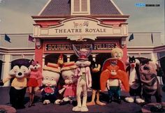 The Delbert Cartoon Report: Bugs Bunny Walkaround Costumes Bugs Bunny Costume, Looney Tunes Characters, Disney Characters, Texas Vacation Spots, Merrie Melodies, Great America, Abc Shows, Six Flags, Warner Bros
