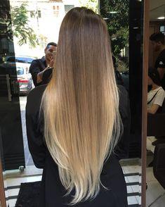 Her hair when it's straightened - Frisuren Long Ombre Hair, Ombre Hair Color, Hair Color Balayage, Balayage Highlights, Hair Colour, Beautiful Long Hair, Gorgeous Hair, Brunette Hair, Blonde Hair