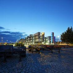 El despacho Cattani Architects transformó las viviendas para estudiantes Cité A Docks, construida a partir de viejos contenedores, en un edificio moderno de viviendas para estudiantes.