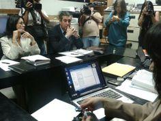 Abogados de expresidente Flores piden que sea procesado en libertad http://www.lapagina.com.sv/nacionales/95224/2014/05/06/Abogados-de-expresidente-Flores-piden-que-sea-procesado-en-libertad