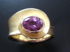 Alexandra Hart - Oval Spiral Ring