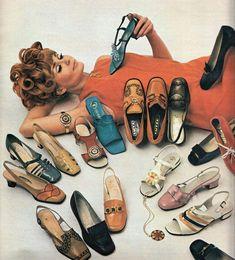 bags, shoes, accessories - Dresses for Women Mode Vintage, Vintage Shoes, Vintage Outfits, Vintage Ads, Sixties Fashion, Retro Fashion, Vintage Fashion, Op Art, 60s Shoes