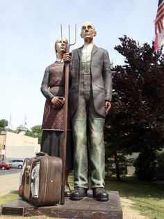 Giant American Gothic statue - apparently, it travels around. Currently in Grant Wood's hometown of Anamosa, IA. Grant Wood Paintings, Hazel Park, East Peoria, Dubuque Iowa, Peoria Illinois, Iowa State Fair, Missouri River, Madison County, American Gothic