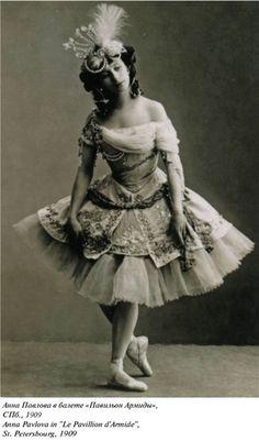 Anna Pavlova, 1909 Oh my goodness, this costume.