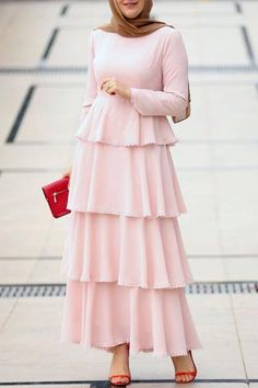 Pink color and a lace mix is a win design. Simple Dresses, Casual Dresses, Long Dresses, Maxi Dresses, Modern Hijab Fashion, Abaya Fashion, Modest Maxi Dress, Modest Outfits, Pakistani Outfits