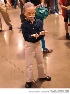 Little girl's costume of Stan Lee…OMG my life is so much better knowing this happened.