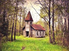 Abandoned church in the woods pic.twitter.com/mGIQSQpZVm