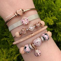 >>>Pandora Jewelry OFF! >>>Visit>> I'm in love with the new hearts on heart charm 💕💕💕 Fashion trends Fashion designers Casual Outfits Street Styles New Pandora Charms, Pandora Bangle, Pandora Bracelet Charms, Pandora Jewelry, Pandora Heart Charm, Pandora Rose Gold, Diy Jewelry To Sell, Cute Jewelry, Charm Jewelry
