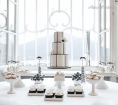 Stunning cake by Alma Pasteles! Black and white themed sweet table
