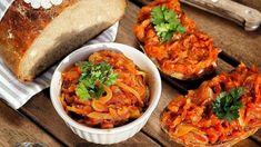 Pečená cuketa na chleba je vynikajícím doplňkem k letním večerním sedánkům, grilovačkám, ale výborná je i pod maso při pečení. Cooking Light, Easy Cooking, Cooking Recipes, Healthy Recipes, Czech Recipes, Ethnic Recipes, Bulgarian Recipes, Bulgarian Food, Russian Recipes