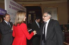 Su Majestad la Reina entrega al representante de la Agencia EFE, el premio a la labor periodística en Enfermedades Raras
