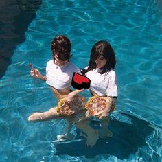 Kylie Jenner Friends, Kendall Jenner Pics, Kardashian Family, Kardashian Jenner, Top Lingerie, World Radio, Jenner Family, Learn To Swim, Stunning Girls