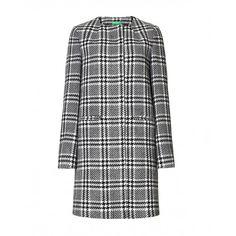 Cappotto, taglio dritto in misto lana armaturato bianco/nero, foderato con scollatura rotonda. Tasche a filetto.