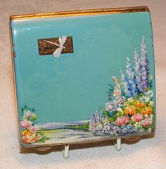 Vintage flower garden dragonfly powder compact Dragonfly Painting, Vintage Makeup, Vintage Vanity, Vintage Cigarette Case, Lipstick Case, Anniversary Gifts For Couples, Solid Perfume, Powder Puff, Vintage Purses