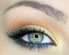grüne Augen Schminktipps grüne Lidschatten Glitzer Partikel