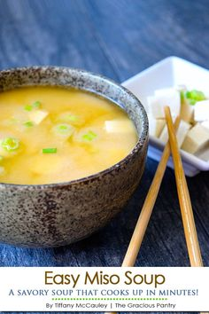 This miso soup recipe is quick easy to make in minutes and tastes wonderful any time of year! This miso soup recipe is quick easy to make in minutes and tastes wonderful any time of year! Healthy Soup Recipes, Clean Eating Recipes, Vegetarian Recipes, Cooking Recipes, Easy Miso Soup Recipe, Eating Clean, Diet Recipes, Sushi, Bon Appetit