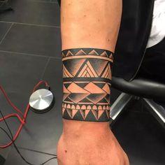 Tribal Armband Tattoos - Best Tribal Tattoos For Men - Cool Tribal Tattoo Designs and Ideas For Guys tattoos art tattoos shoulder tattoos symbols tattoos chest Maori Tattoos, Maori Tattoo Frau, Armband Tattoos, Tribal Armband Tattoo, Armband Tattoo Design, Tattoos Skull, Marquesan Tattoos, Leg Tattoos, Sleeve Tattoos